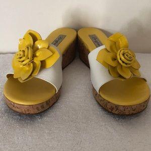 Brighton size 8.5 yellow and white sandal